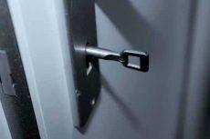 deur-met-sleutel-compri